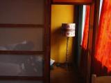 Το αγαπημένο μου αμπαζούρ το χιλλιοφωτογράφησα - My favorite thing in the hostel