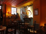 Πανέμορφος χώρος του καφέ - The hostel's cafe on the ground floor