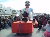 Ο Διόνυσος στο Κυριακάτικο άρμα της παρέλασης.