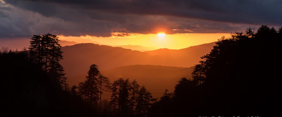 Ηλιοβασίλεμα στη Λίμνη Αώου