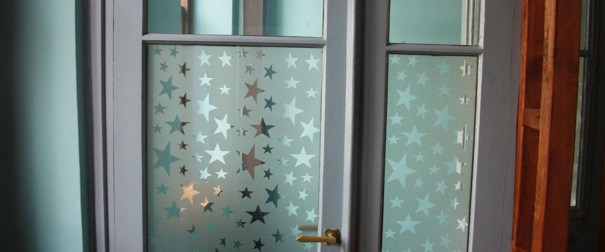 Ανεβαίνοντας στον χώρο που θα μείνουμε - Entering the hostel bedrooms