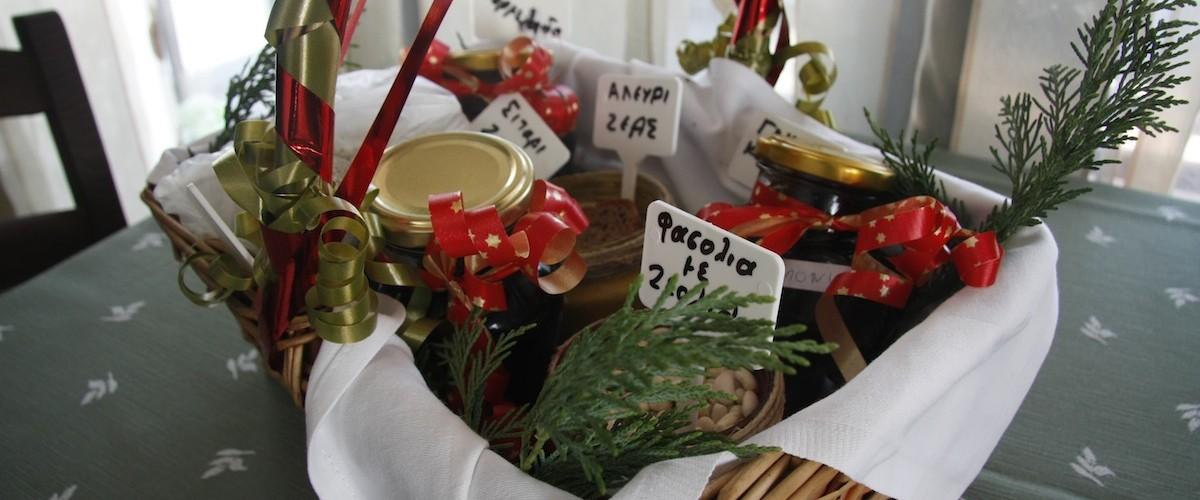 Τοπικά προιόντα ζέας και φασόλια - Local products you can find in the guesthouse.