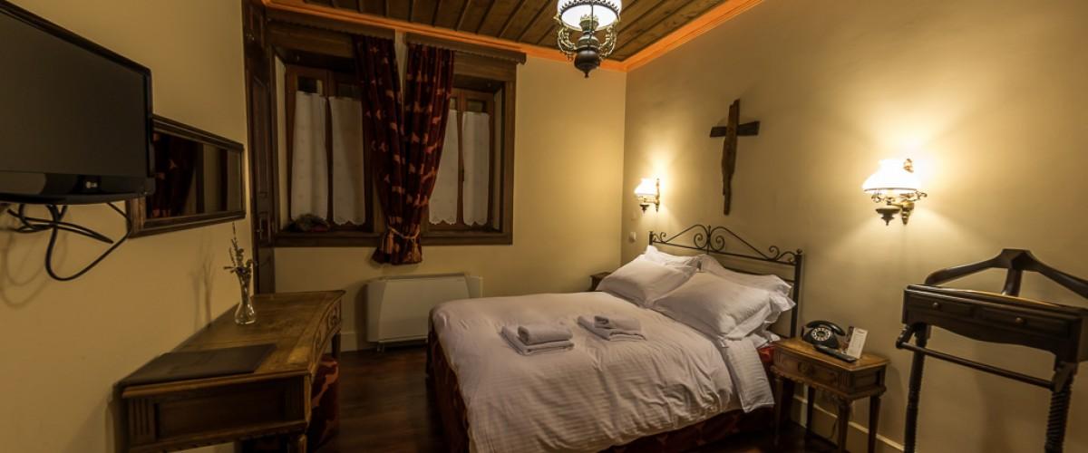 Η Λαμπετία νύμφη, το δωμάτιό μας - Lampetia Nymfes was our room.